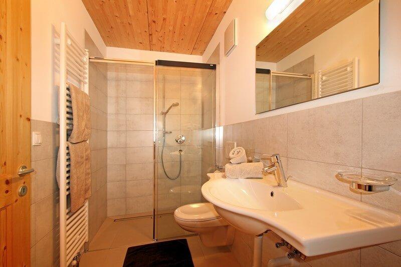 ferienwohnung-afers-bad-dusche