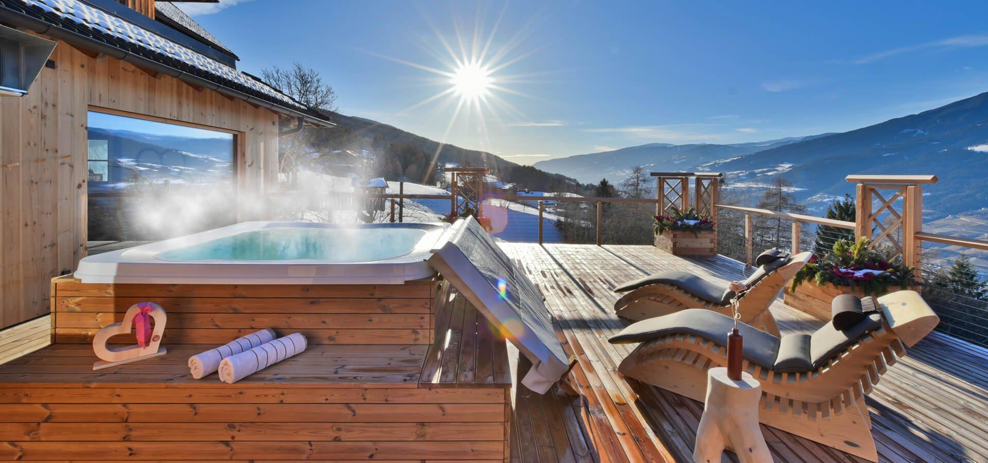urlaub-am-bauernhof-suedtirol-winter-sonnenterrasse