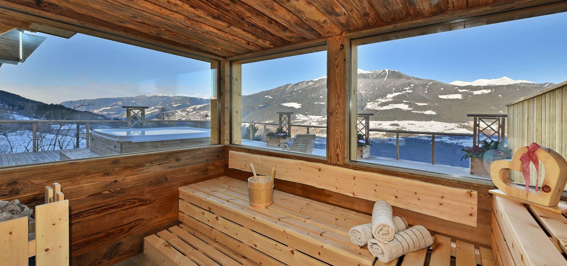 wellnessbauernhof-sauna-ausblick